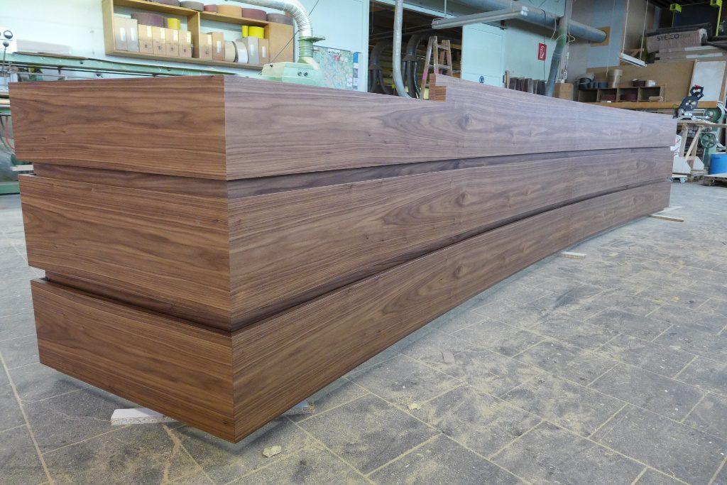 Produktion eines HV Tisches in der Werkstatt, Firma AT Design Team.