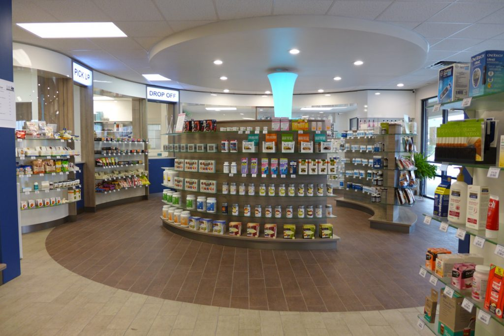 Front End with curved gondolas and light column, Apotheke Indiana, Firma AT Design Team.