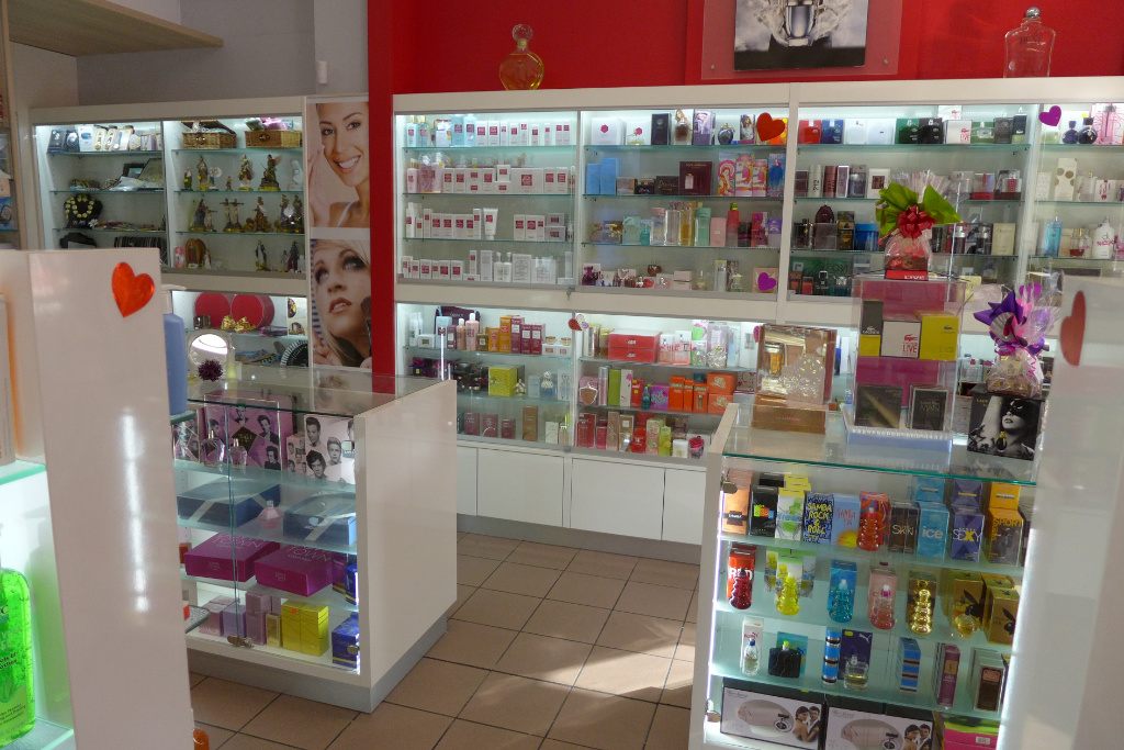Cosmetic 2, Farmacia Domenech, Apotheke bei AT Design Team