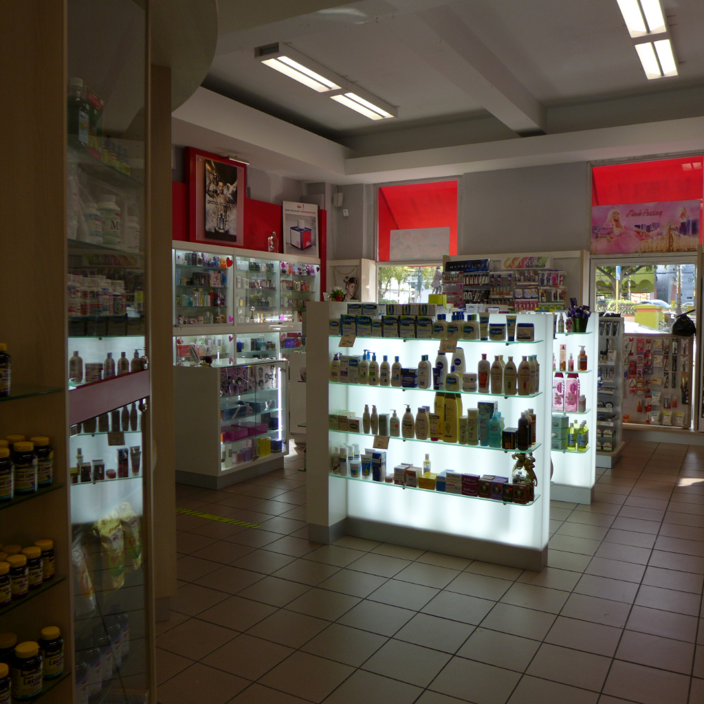 Cosmetic, Farmacia Domenech, Apotheke bei AT Design Team