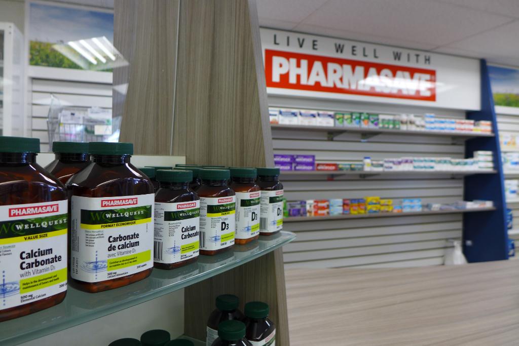Counterfront, Pharmasave Pharmacy, Apotheke bei AT Design Team