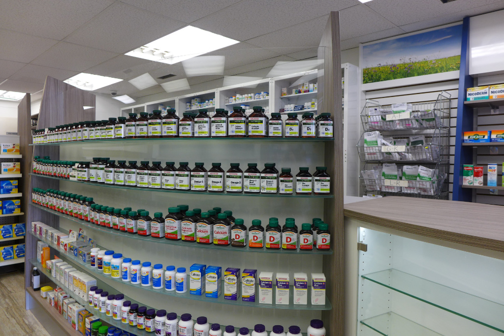Curved Counterfront, Pharmasave Pharmacy, Apotheke bei AT Design Team