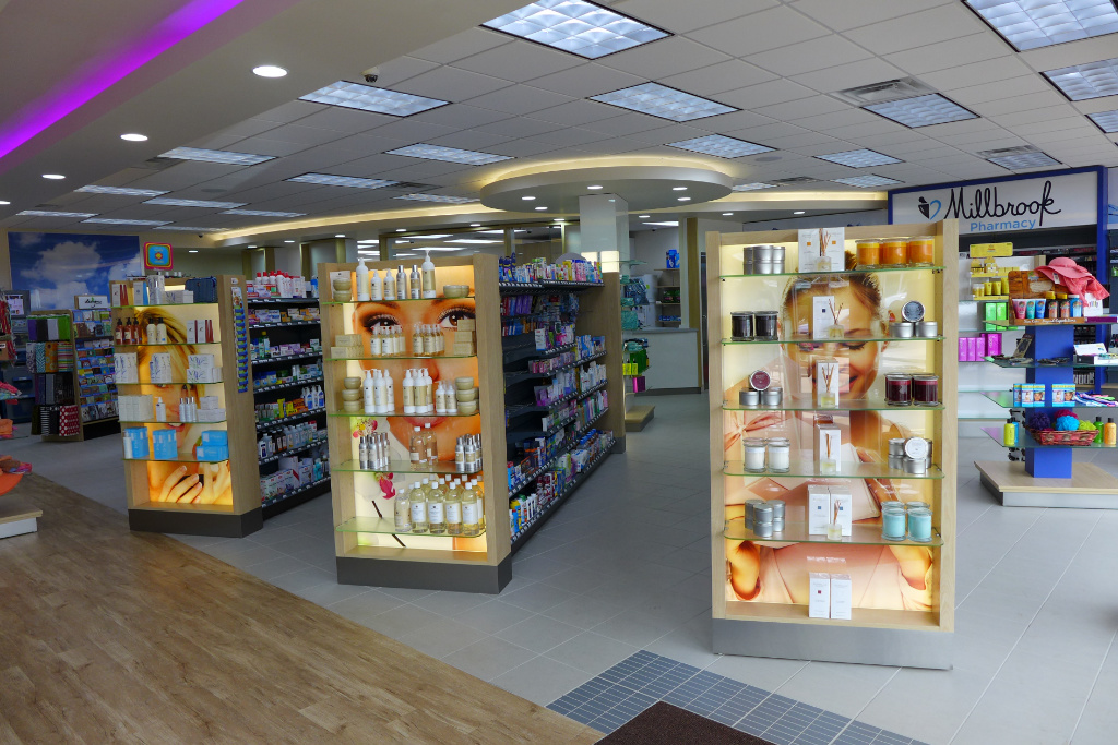 Endcaps with LED, Millbrook Pharmacy, Apotheke bei AT Design Team