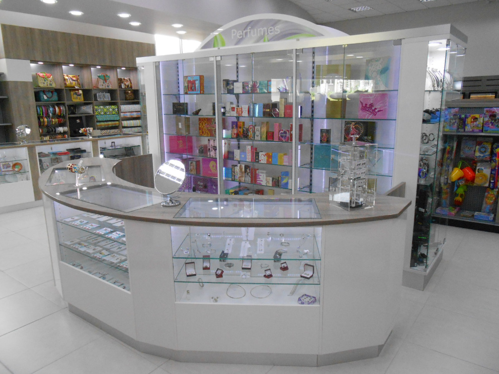 Jewelry counter, Pharmacia Las Colinas, Apotheke bei AT Design Team