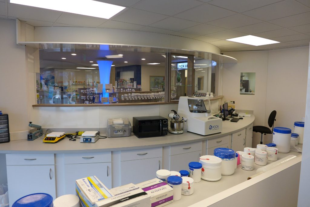 Lab workstation, Custom Rx Pharmacy, Apotheke bei AT Design Team