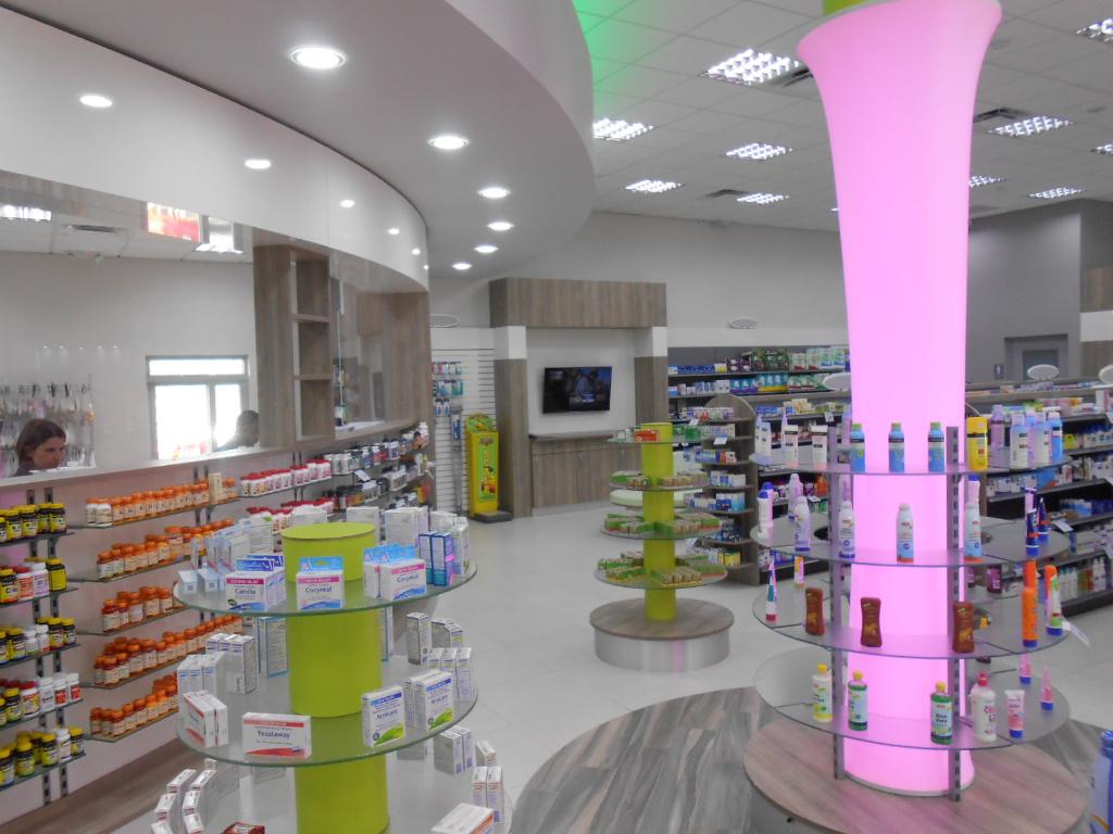 Light Column and Rx Front, Pharmacia Las Colinas, Apotheke bei AT Design Team