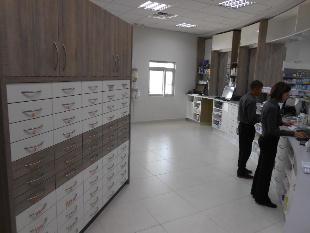 Rx with drawer units, Pharmacia Las Colinas, Apotheke bei AT Design Team