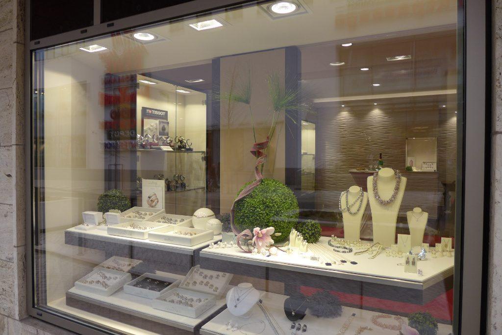 Schaufenster, Juwelier Nüssle, Firma AT Design Team.