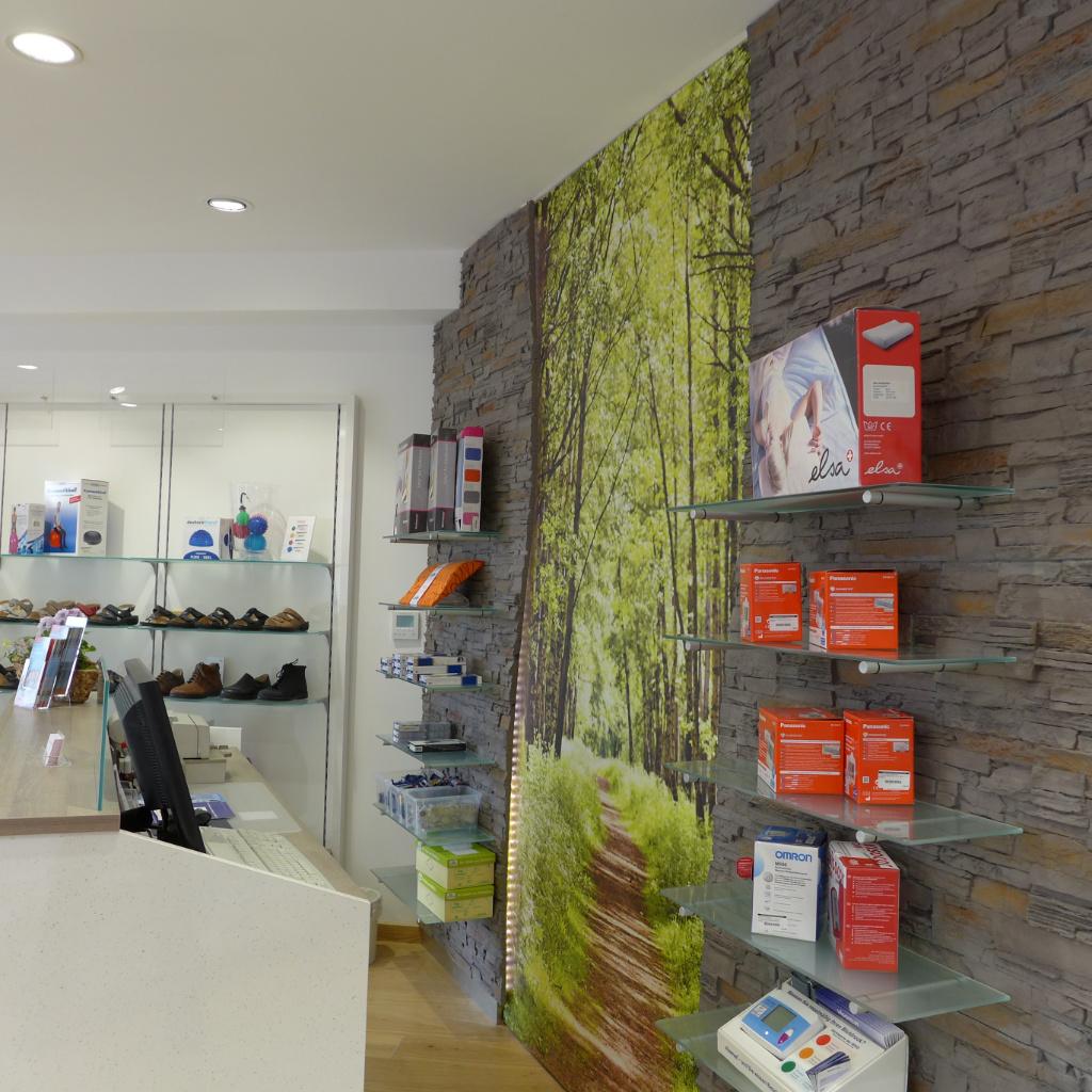 Steinwand mit LED, Sanitätshaus Arnsberg. Firma AT Design Team.